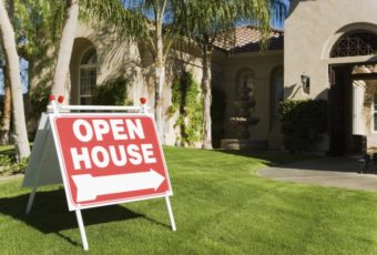 open-house-sign-in-front-of-a-house